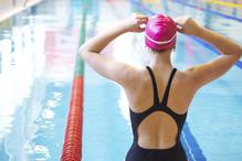 Femme piscine natation bassin