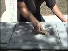 Comment décaper une surface en bois