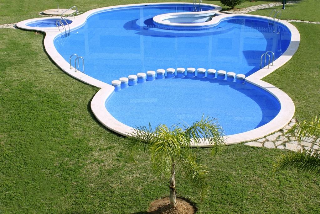 Choisir la bonne forme pour votre piscine for Avantage service piscine biot