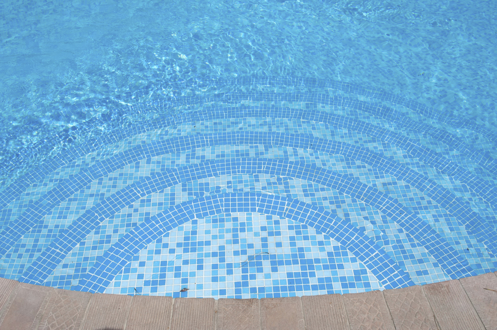 une piscine fond inclin ou plat
