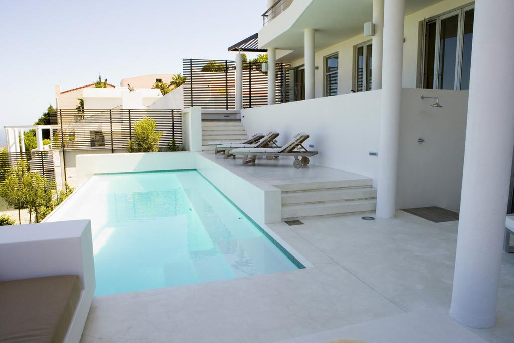 Une piscine vos couleurs - Piscine carrelage ou liner montpellier ...