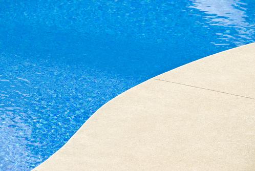 Bien savoir doser le chlore dans sa piscine ooreka for Trop de chlore piscine