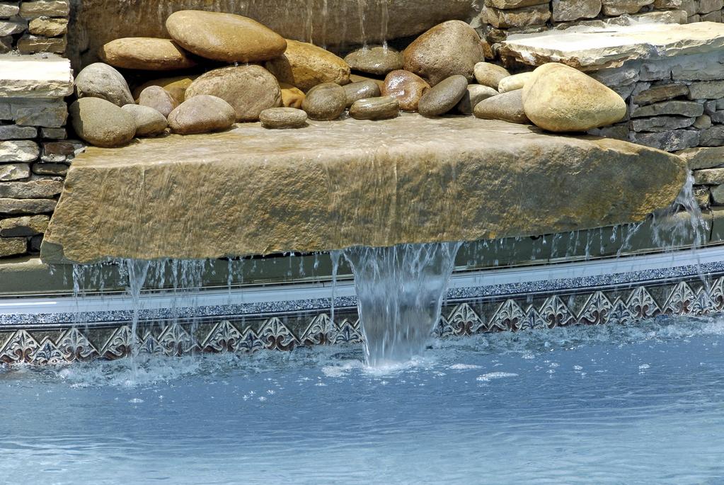 Cascades et jets d eau pour la piscine for Eau piscine