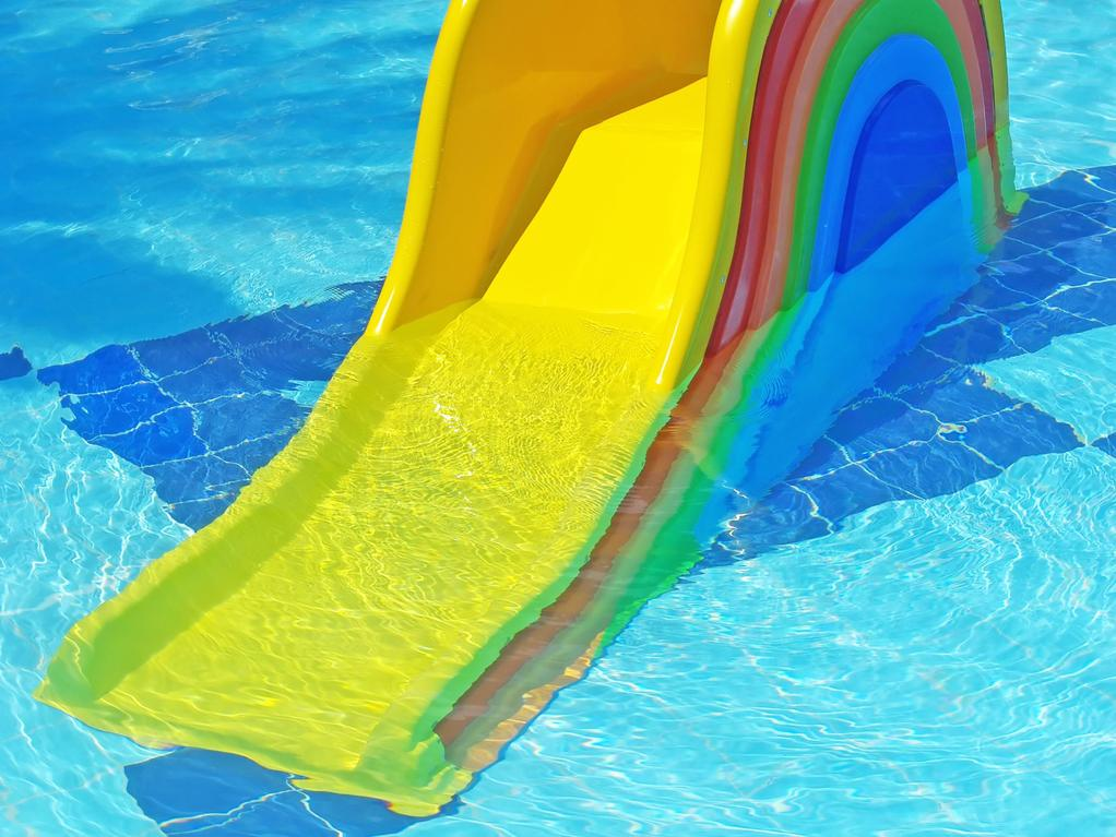Un toboggan pour votre piscine for Piscine toboggan gonflable