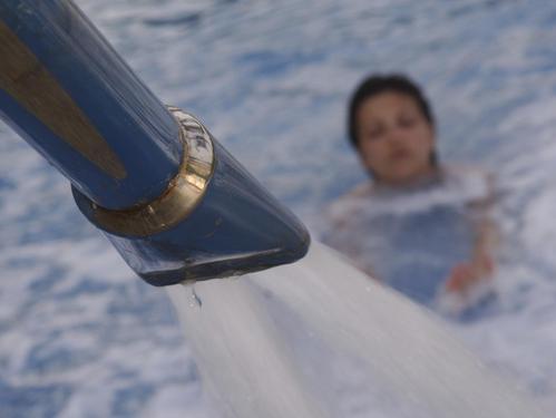 contre courant et arc de nage pour nager dans tout type de piscine ooreka. Black Bedroom Furniture Sets. Home Design Ideas