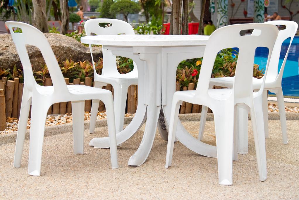 Comment raviver un salon de jardin en plastique ?