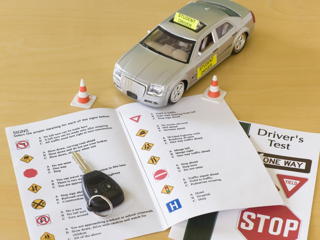 Location voiture double commande : pour le permis en candidat libre
