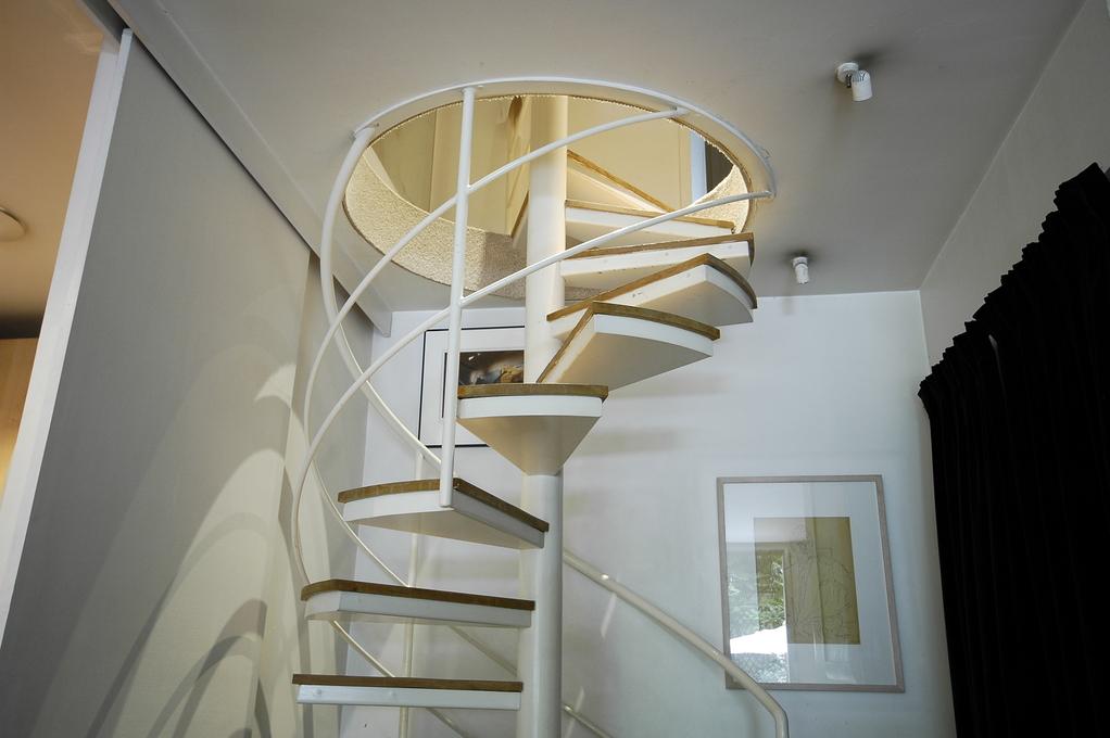 quel type d 39 escalier choisir pour une petite pi ce. Black Bedroom Furniture Sets. Home Design Ideas