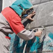 Comment Enlever De La Peinture En Bombe Sur Un Mur enlever une tache de graffiti - nettoyer une tache