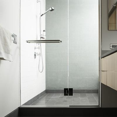 Salle de bain le sujet d crypt la loupe - Quel revetement de sol ...
