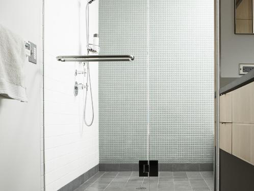 quel rev tement de sol installer dans une douche l. Black Bedroom Furniture Sets. Home Design Ideas