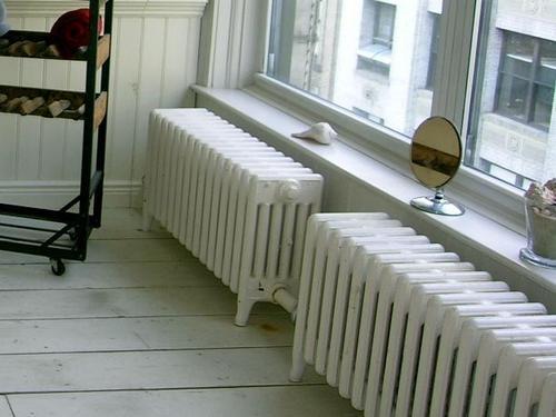 Radiateur en fonte avantages et prix du radiateur en fonte for Radiateur sous fenetre