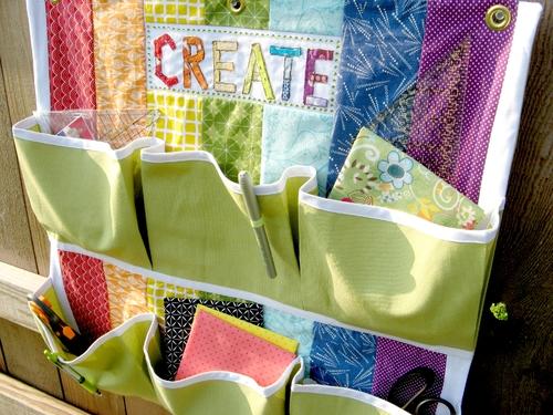 placard rangement ranger avec des pochettes murales. Black Bedroom Furniture Sets. Home Design Ideas