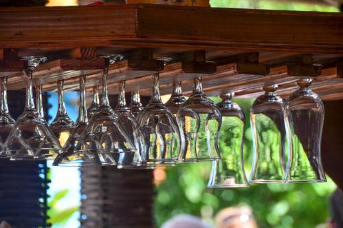 range verre suspendu fabulous support de verre vin mural. Black Bedroom Furniture Sets. Home Design Ideas