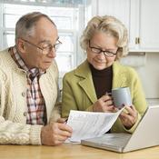 Deux personnes agées recherchent une maison de retraite