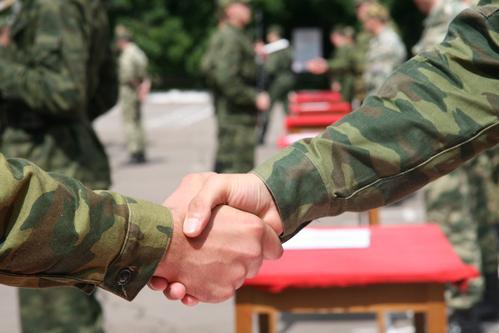 Comment gérer la datation d'un gars dans l'armée rencontre une femme mariée ouverte relation