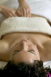 Femme allongee table massage