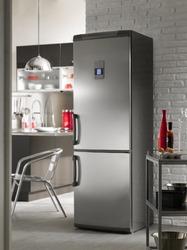 Le réfrigérateur congélateur combiné permet de conserver tous vos aliments, y compris les surgelés.