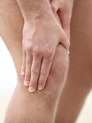 Homme douleur genou