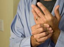 Les rhumatismes sont un ensemble de maladies assez diverses, caractérisées par des douleurs aux articulations et des raideurs.