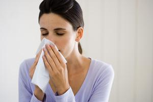 Quels sont les symptômes et les moyens de guérison du rhume ?