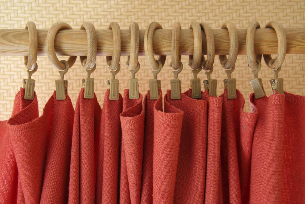 attaches rideaux choix et prix d 39 attaches rideaux ooreka. Black Bedroom Furniture Sets. Home Design Ideas