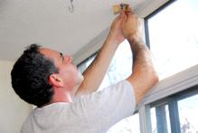 Poser des rideaux tout savoir sur la pose des rideaux - Comment installer voilages avec double rideaux ...