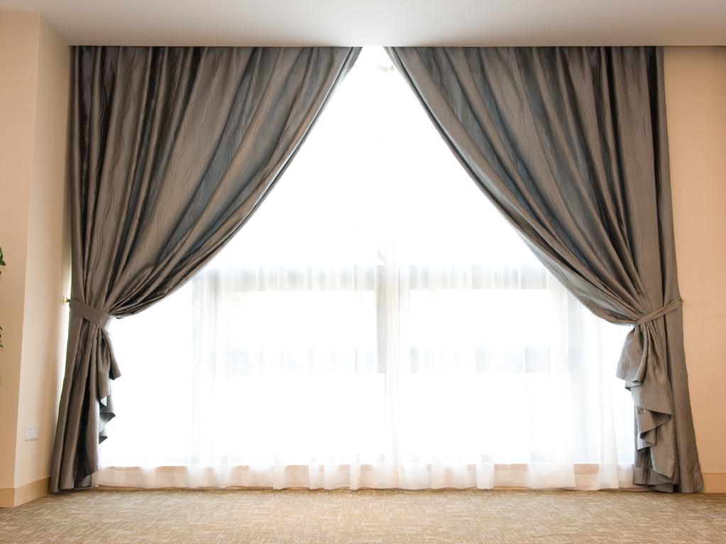 rideaux galon fronceur caract ristiques et mod les ooreka. Black Bedroom Furniture Sets. Home Design Ideas