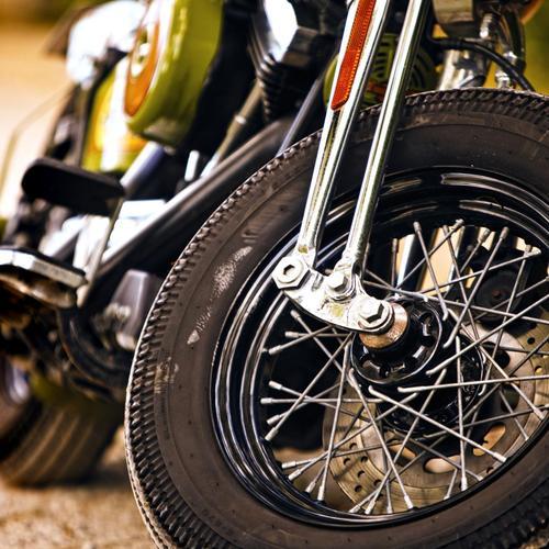 Démonter la roue avant d'une moto