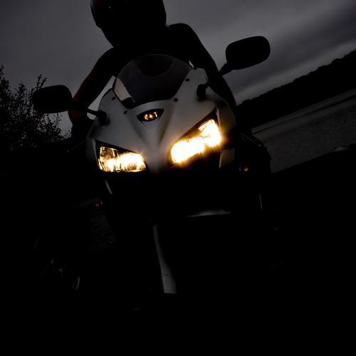 Conseils pour rouler de nuit à moto