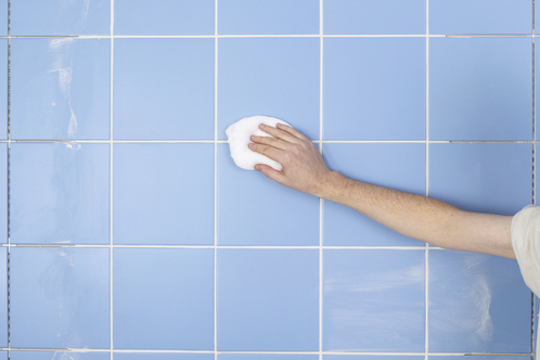 Entretien carrelage conseils d entretien produits ooreka for Nettoyage carrelage salle de bain
