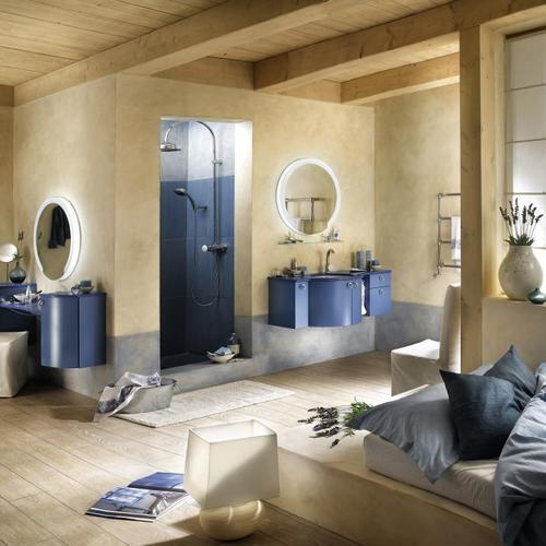Salle de bain attenante à une chambre