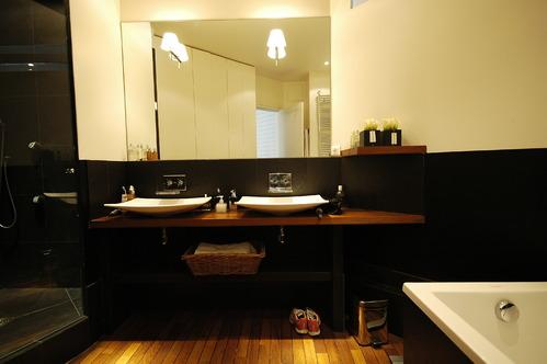 Salle de bain accessoires et meubles de salle de bain carrelage for Photos de salles de bains modernes