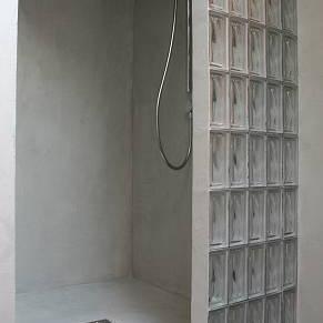 Réaliser un sol de douche en béton ciré