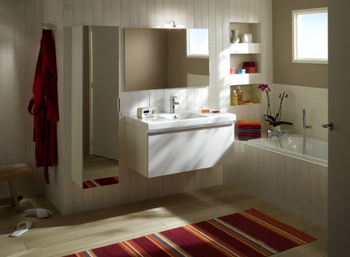 photo guide de la salle de bain salle de bain avec murs et sol en bois. Black Bedroom Furniture Sets. Home Design Ideas