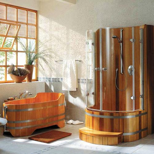 Salle de bain classique avec douche et baignoire en bois