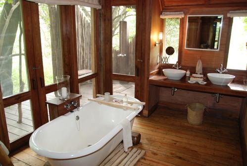 Salle de bain accessoires et meubles de salle de bain carrelage - Ambiance salle de bain bois ...