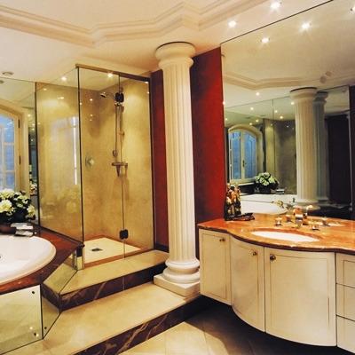 Salle de bain accessoires et meubles de salle de bain for Salle de bain marbre