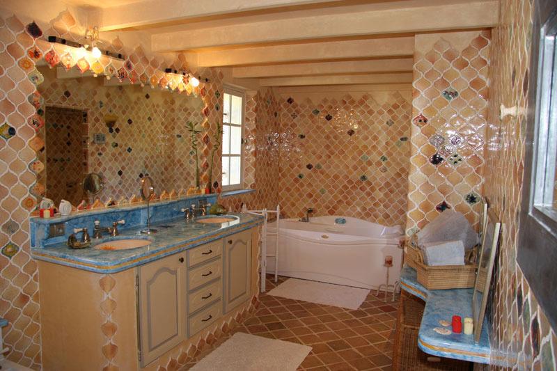 salle de bain orientale accessoires mat riaux prix ooreka. Black Bedroom Furniture Sets. Home Design Ideas