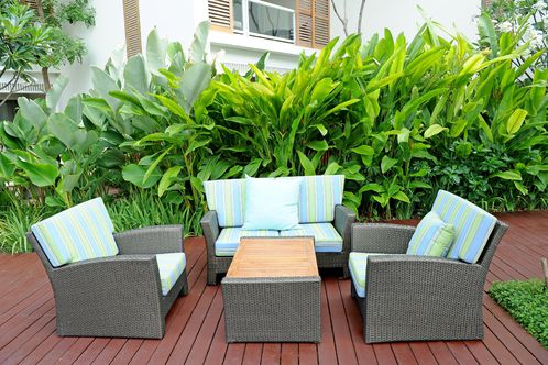 Salon de jardin en résine : choix, entretien et prix - Ooreka