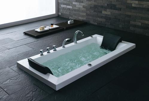 Salle de bain la baignoire baln o for Salle de bain baignoire balneo