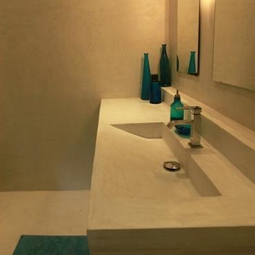 salle de bain tout sur la salle de bain en b ton. Black Bedroom Furniture Sets. Home Design Ideas