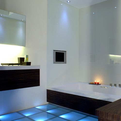 salle de bain tout sur l 39 clairage de votre salle de bain. Black Bedroom Furniture Sets. Home Design Ideas