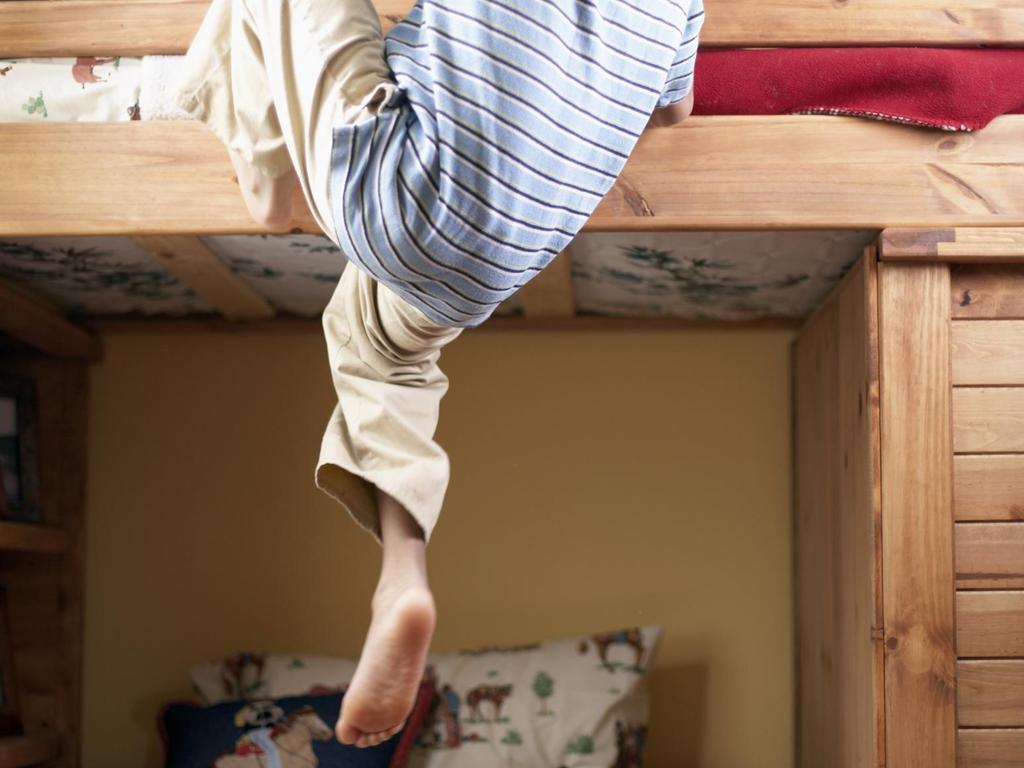 Le lit mezzanine pour enfant est un lit qui répondprincipalement à ...