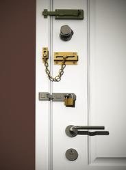 installation serrure infos sur l 39 installation d 39 une serrure. Black Bedroom Furniture Sets. Home Design Ideas