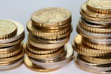 Gros plan sur des piles de pièces
