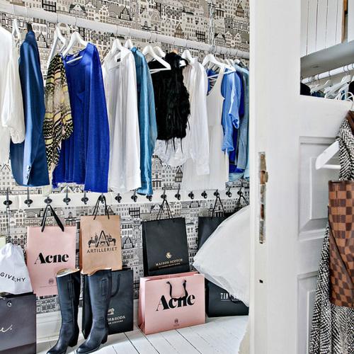 Comment ranger son dressing ou son armoire 9 astuces ooreka - Comment bien ranger son armoire vetement ...
