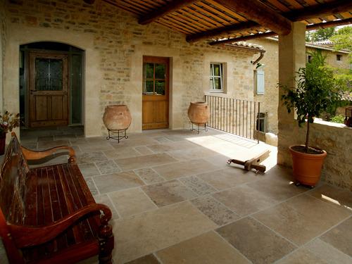 Sol en pierre naturelle infos et conseils - Dallage pierre naturelle interieur ...