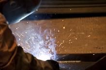 Fond marron ouvrier soude fumée bleue étincelles