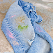Tache de sang sur jean clair